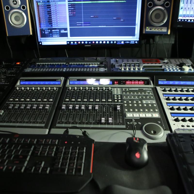 DeskFront